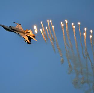 BAF F-16 Flares KB2014