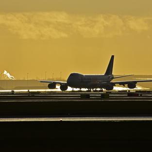 Schiphol jan18 B747 ATLAS-Cargo in backlight