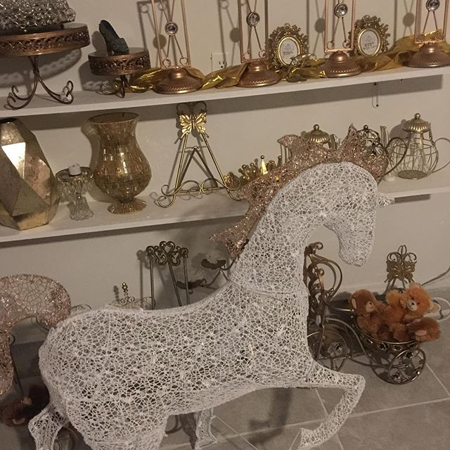 Just in today! Our rental white and gold horse! Yes it lights up! You can use this decor beauty eith