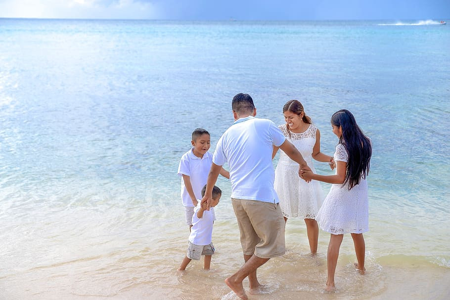 The wellness model of health - family having fun