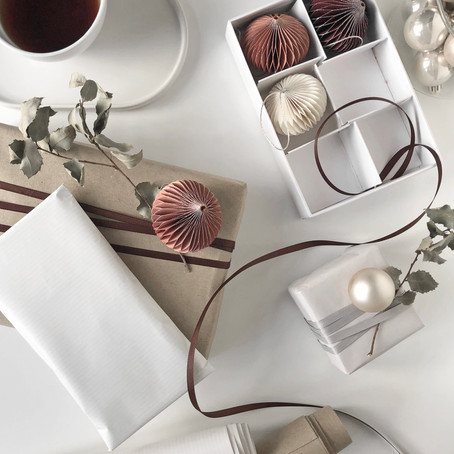 Christmas Gift Wrapping With A Feminine Touch