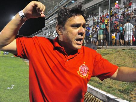 Notícias do dia: renovação de técnico, dirigente tem mal súbito e hino do campeonato potiguar.
