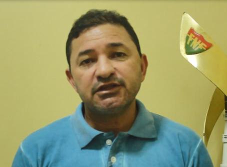 """""""Teve jogador que foi dispensado que ia pra noite e chegou a quebrar portão"""", diz Neto Juremal"""