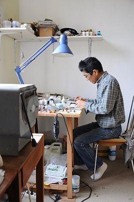 Koshiro Iwaï dans son atelier à Marnans