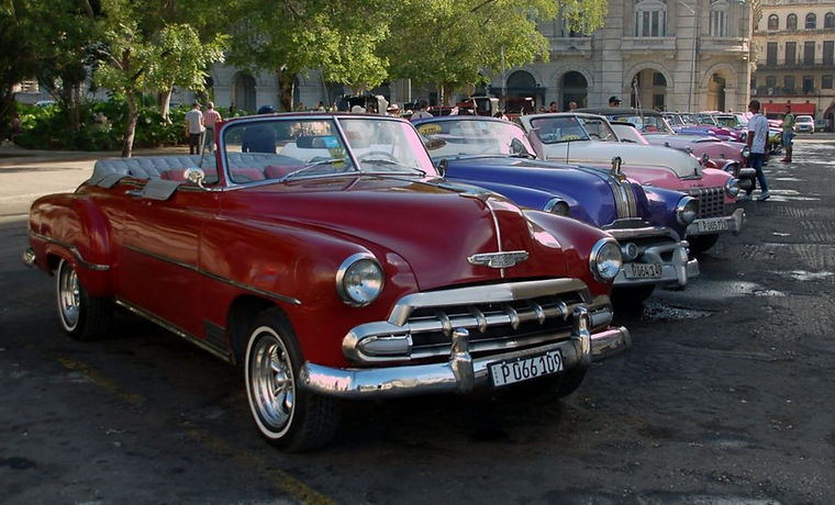 Enjoy a ride around Havana in aclassic carfrom the 1940s and 1950s, and visit a workshop that repairs Fords, Chevrolets, Buicks, Pontiacs, Dodges, and more. Learn how and why these beauties still run the streets of Cuba.