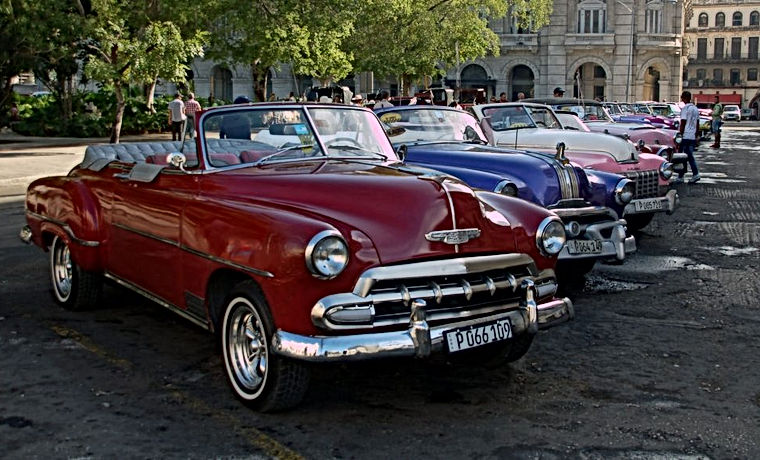 Enjoy a ride around Havana in a classic car from the 1940s and 1950s, and visit a workshop that repairs Fords, Chevrolets, Buicks, Pontiacs, Dodges, and more. Learn how and why these beauties still run the streets of Cuba.