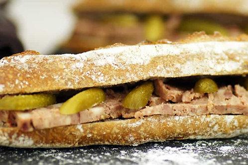 Sandwich Pâté, conichons, roquette