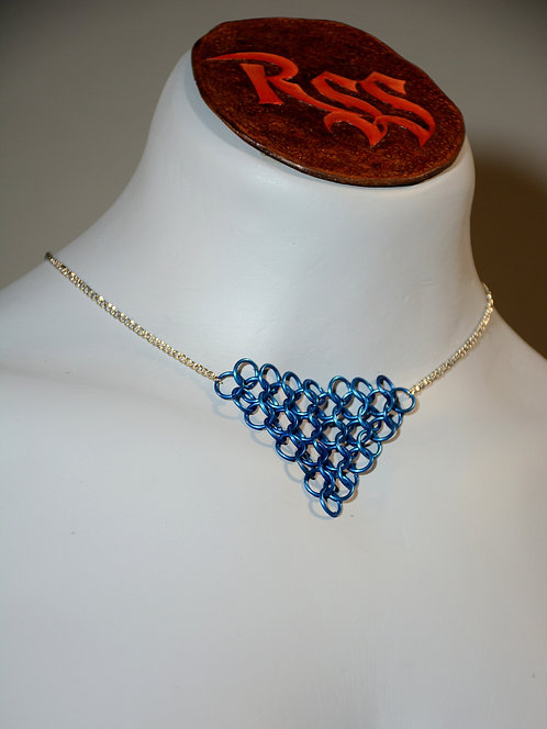 Chain with Chainmail Triangle: Blue jewelry accessory