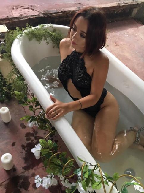 Fiona von Grey 6AM Music Video