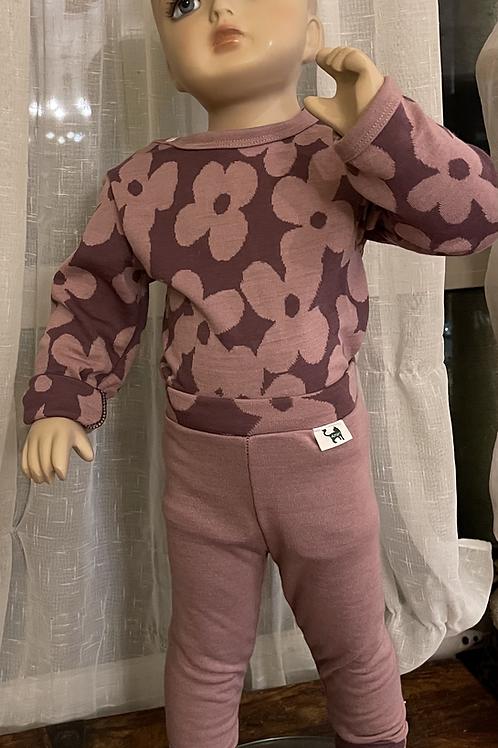 """Gavesett med body/genser og bukse i """"dobbel"""" merinoull + julekule m/navn"""