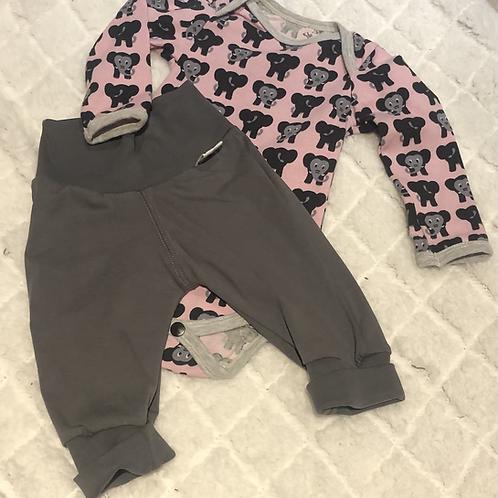 Gavesett til baby,  rosa, svart og grått - elefantmotiv