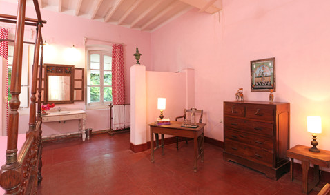 Familly room pink writer's desk Bed and Breakfast Holy Chic homes la vie en rose pondicherry india interior design style french quarters colonial architecture true vintage traditional agathe lazaro