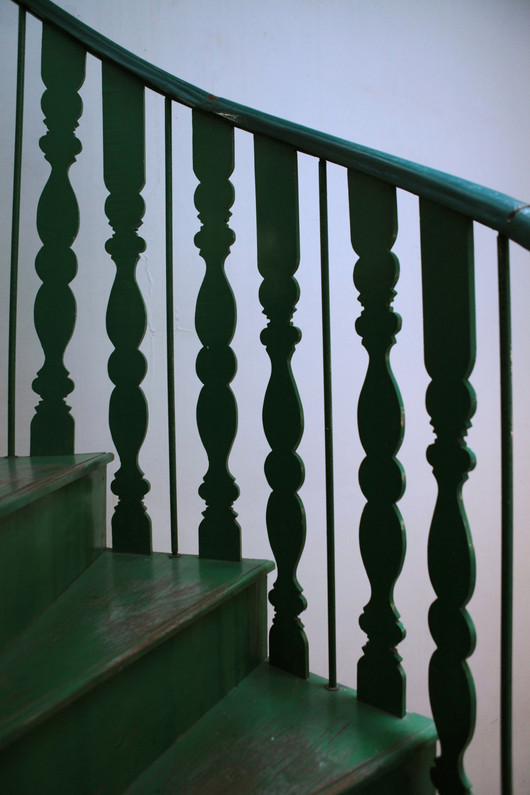agathe lazaro Chetinnad stair case green wood Bed and Breakfast Holy Chic homes la vie en rose pondicherry india interior design style french quarters colonial architecture true vintage traditional
