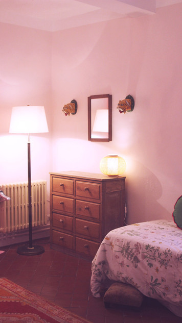 Le Mas Méjean - St Rémy de Provence - bedroomLe Mas Méjean - St Rémy de Provence - bedroom pink room kids single beds