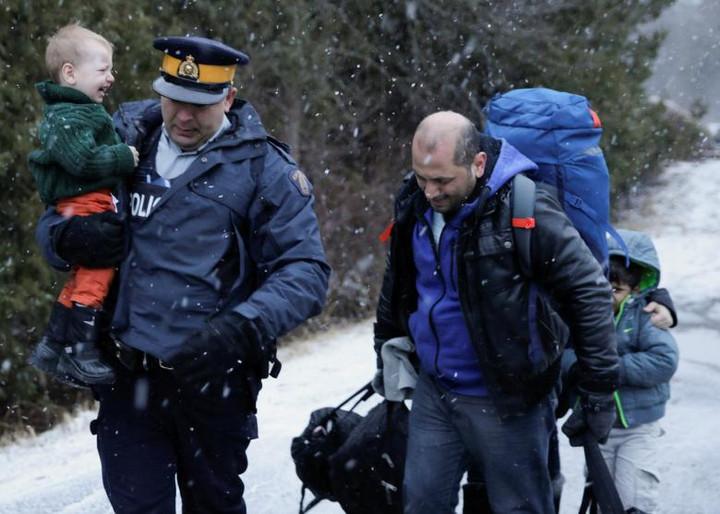 Flow of asylum seekers crossing into Canada from U.S. rises in June