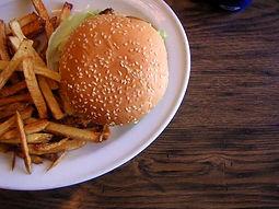 kuvitus-lasten-burger.jpg