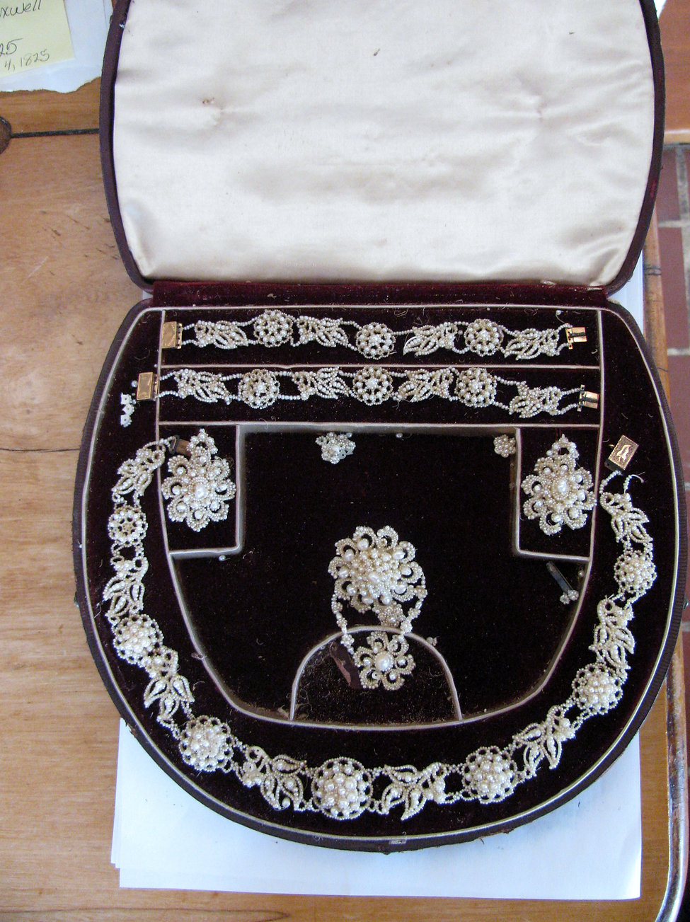 pearl set from 1825 at Antrim.JPG
