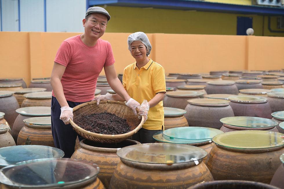 Nanyang Bespoke - Ken and Mum.jpg