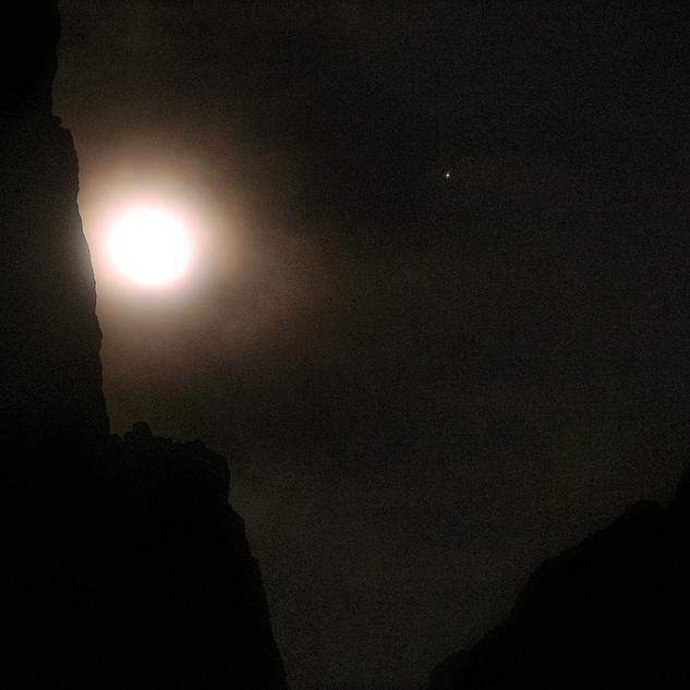 Moon Triptych, Waw Kiwulik Moon 2