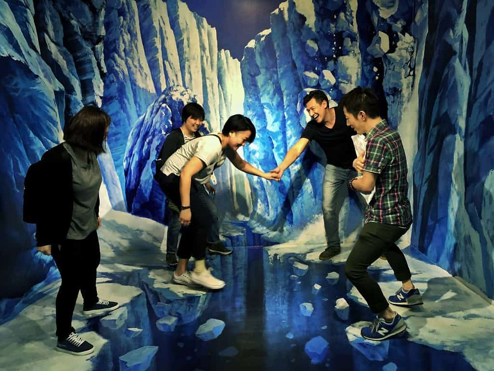Negotiating a chasm at the Trick Eye museum – Tim Wade's teambuilding for Expedia