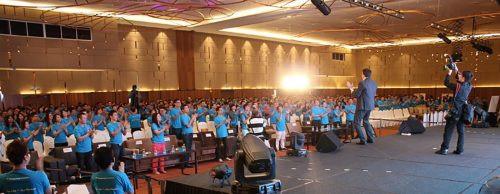 Tim Wade speaking with 1600 people Singapore
