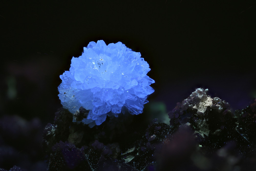 Creedite sphere in MW-UV