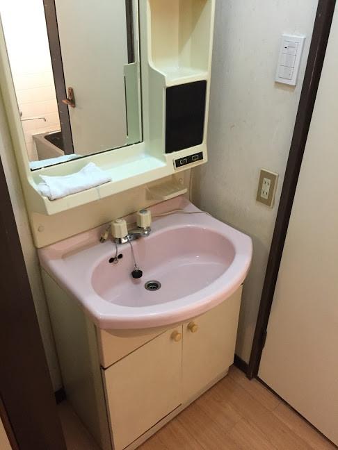 金田町一丁目借家洗面化粧台