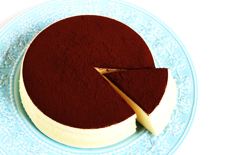 可可檸檬舒芙蕾蒸蛋糕 Gateaux Steamed Cocoa Soufflé 自然食尚 法式SOUFFLÉ的空氣感雲柔細緻,高雅的鬆軟濕潤,法國頂級VALRHONA可可粉的堅果馥郁,新鮮檸檬迷人的酸甜滋味,雪泡般入口即化的夢幻食感。健康食材、無添加、全程健康的100℃水蒸氣低溫炊蒸,兼顧美味與健康,滿足你對蛋糕的一切期待。