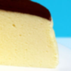 養生蛋糕,無添加 - 可可檸檬舒芙蕾蒸蛋糕《天下雜誌》譽為【東方舒芙蕾】。無奶油,無牛奶,無添加,採用台東在地整顆雞蛋、台東當季檸檬,全程100℃低溫炊蒸,創造出法式SOUFFLÉ的空氣感輕盈軟嫩,新鮮檸檬帶來迷人的酸香,與上白糖融合成為高雅的酸甜滋味,再撒上巧克力界愛馬仕:頂級法國VALRHONA可可,入口的瞬間,就已說服老饕味蕾。by台東自然食尚