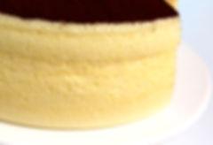 養生蛋糕 - 可可檸檬舒芙蕾蒸蛋糕《天下雜誌》譽為【平價頂級舒芙蕾】。無奶油,無牛奶,無添加,採用台東在地整顆雞蛋、台東當季檸檬,全程100℃低溫炊蒸,創造出法式SOUFFLÉ的空氣感輕盈軟嫩,新鮮檸檬帶來迷人的酸香,與上白糖融合成為高雅的酸甜滋味,再撒上巧克力界愛馬仕:頂級法國VALRHONA可可,入口的瞬間,就已說服老饕味蕾。台東自然食尚