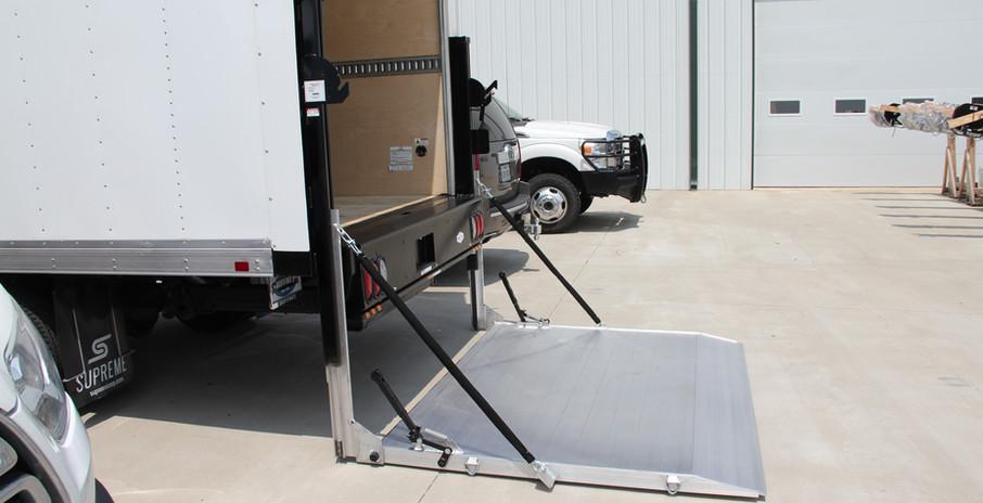 box truck lift gate.JPG