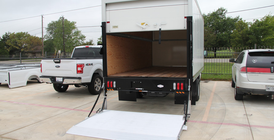 Box Truck with Lift gate and Z Track.JPG