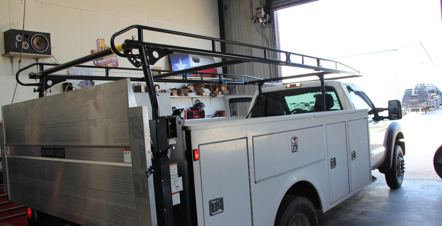 Service Body with Ladder Rack and Lift G