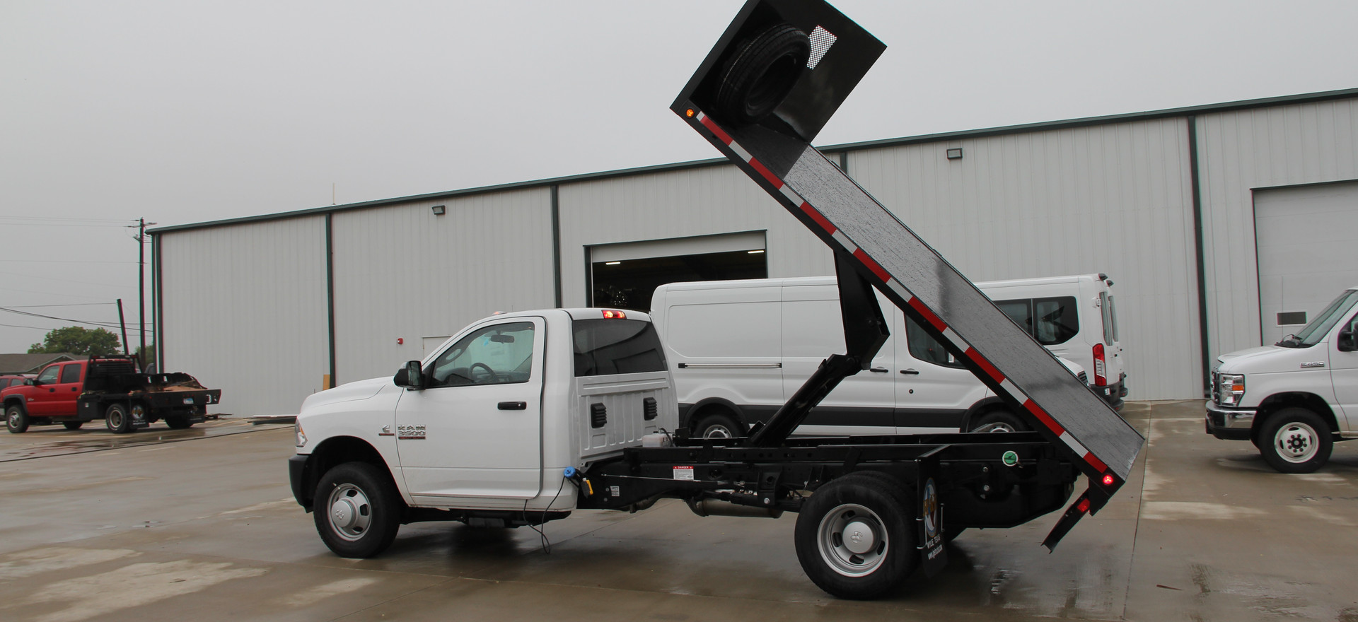 Flatbed customized with Hoist Dumpbed.JP
