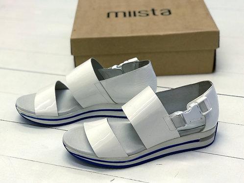 MIISTA White Lack Sandal