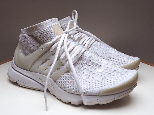 NIKE Flyknit Off White Sneakers