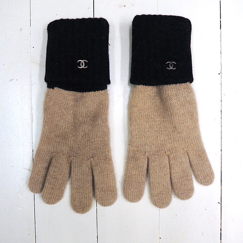 CHANEL Contrast Cashmere Gloves