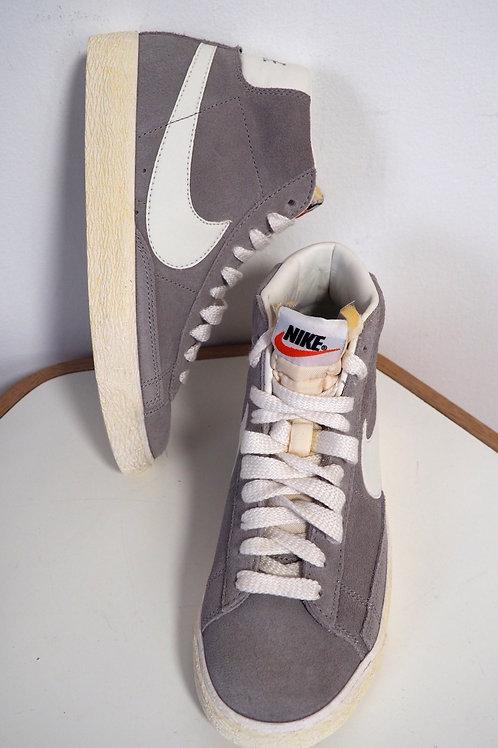 NIKE Grey Nubuck Sneakers