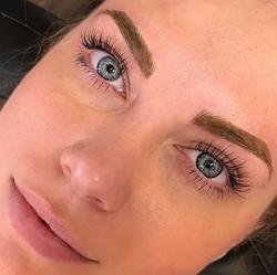 Hybrid brows (natural ombré effect)