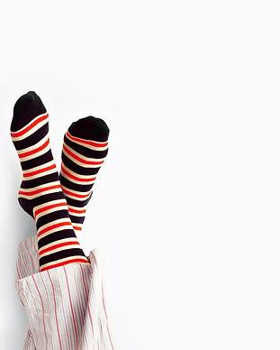Rote und schwarze Socken