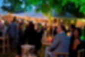 bedrijvenavond bezoekers met lichtjes_edited.jpg
