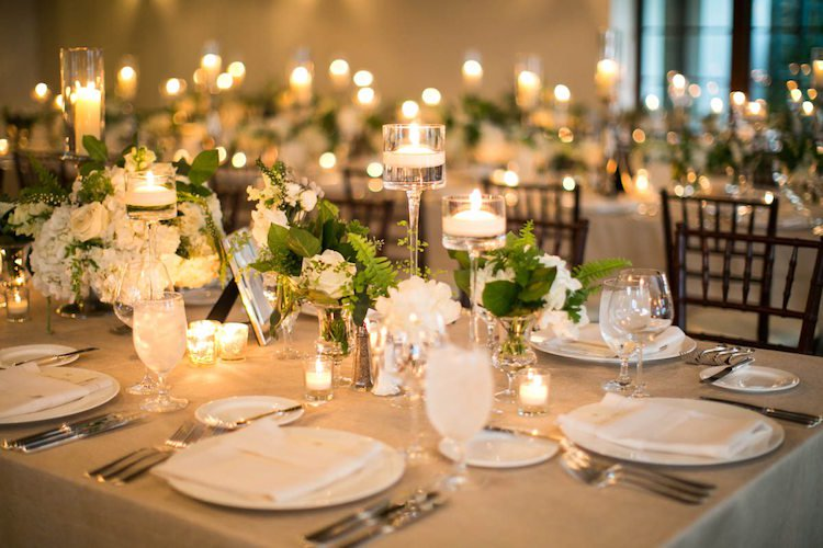 décoration-table-mariage-blanche-salle-r