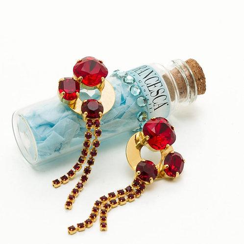 Fe8260 Κρεμαστά σκουλαρίκια με κόκκινα κρυσταλλάκια.