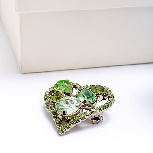 Fp7615 Καρφίτσα με πράσινα κρύσταλλα σε σχήμα καρδιάς