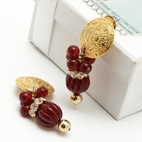 Fe8326Επίχρυσα κρεμαστά σκουλαρίκια κλιπ,με κόκκινες πέτρες και κρύσταλλα λεπτά.