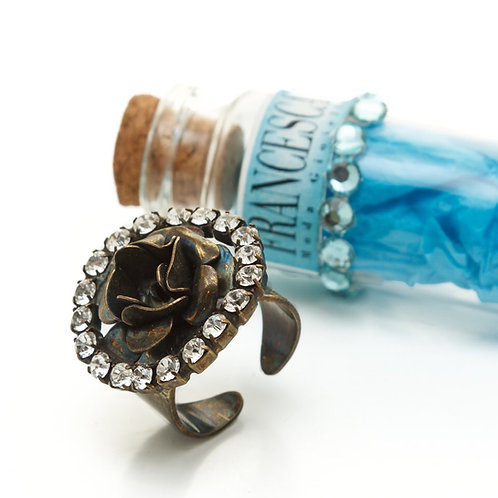 Fr7574 Χειροποίητο δαχτυλίδι τριαντάφυλλο σε μπρονζέ,με λευκά κρυσταλλάκια.