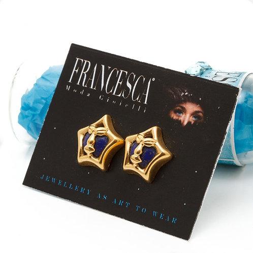 Fe7869 Τρυπητά σκουλαρίκια αστεράκια με μπλέ πέτρα.