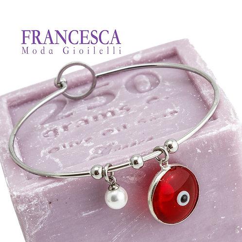 Fb8469 Λεπτή ατσάλινη χειροπέδα,με κόκκινο μάτι και charms.