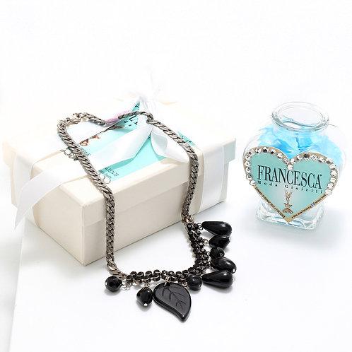 Fn7139 Χειροποίητο κολιέ αλυσίδα,με κρύσταλλα & μαύρα charms