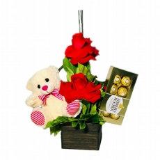 Lindo Arranjo com 2 rosas importadas Ursinho e chocolate